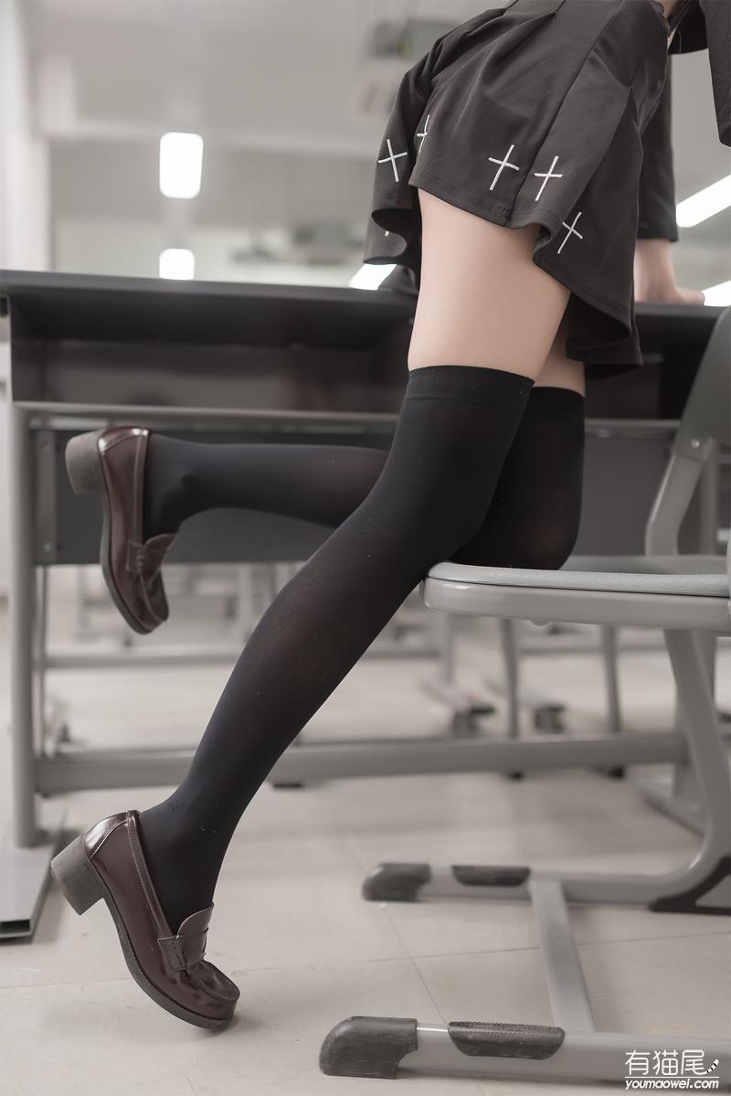【高清美图】丝袜吊带小裙的诱惑让人沉迷