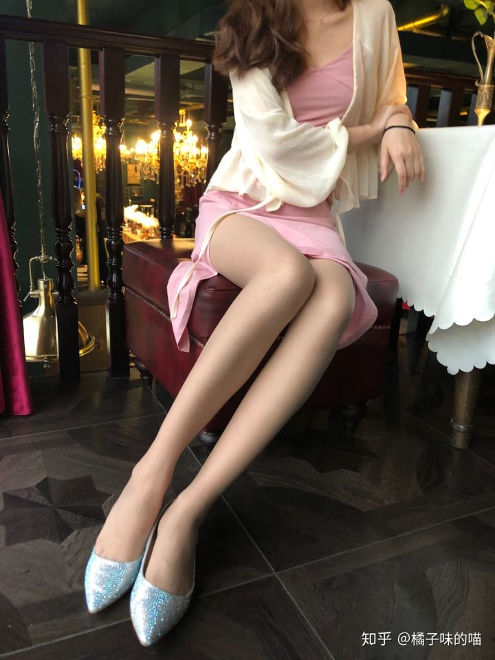知乎推荐:你想要的美腿丝袜小姐姐-福禄吧