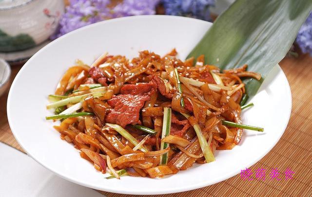 韩国冷面、干炒牛河、辣炒年糕的详细做法好吃又营养