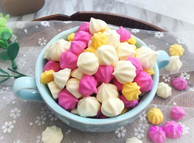 酸奶溶豆、拔丝香蕉、华夫饼、小面包和甜甜圈袋简单做法绵软好吃