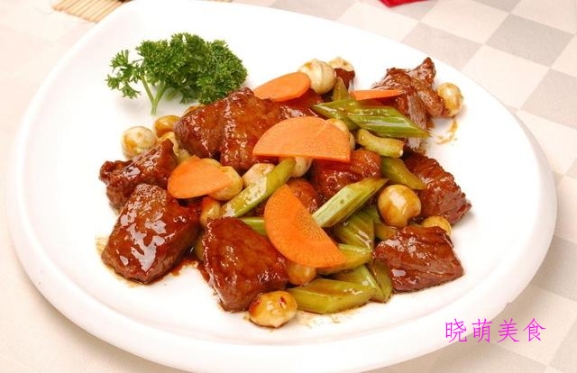 西芹炒牛肉、青椒炒猪肝、小炒肉、干煎带鱼、炒腊肉的家常做法