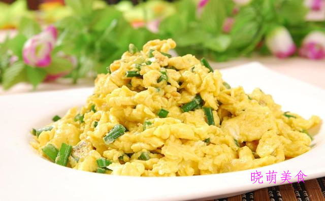 韭菜炒鸡蛋、西红柿炒鸡蛋、糯米藕、炝拌土豆丝、青炒苦瓜的做法