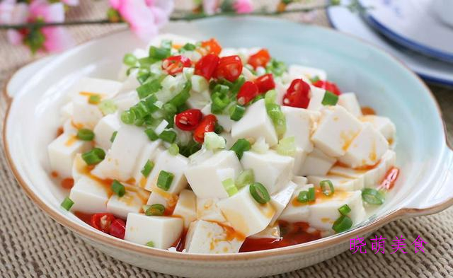 炒土豆丝、香椿拌豆腐、炒莴笋、凉拌豆皮、小葱拌豆腐