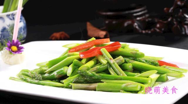 脆皮豆腐、炒木耳、炒香菇、炒芦笋的家常做法