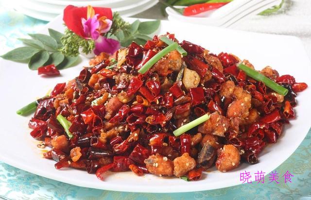 辣子鸡、干煸土豆条、干煸肥肠、香辣鸡翅、干煸花菜的做法