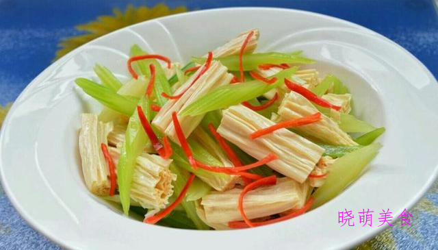 凉拌木耳、香椿拌豆腐、老醋花生、凉拌土豆丝的简单做法
