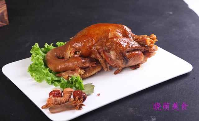 干锅啤酒鸭、豆瓣武昌鱼、茶香熏鸡、红烧兔的美味做法,香辣下饭
