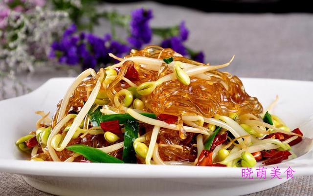 木耳烧豆腐、韭菜炒粉条、蒜苔炒腊肉、银鱼炒鸡蛋的做法香辣美味