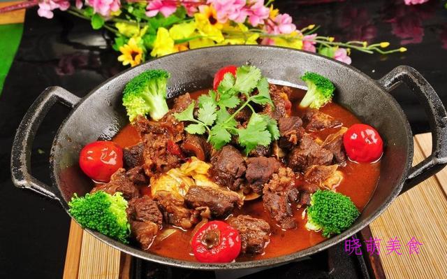 牛肉火锅、羊蝎子火锅、猪蹄火锅、酸汤鱼火锅的做法,香辣美味