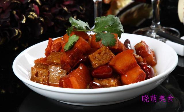 香辣牛肉、秘制扣肉、香辣小黄鱼、冰糖红烧肉的做法、香嫩美味
