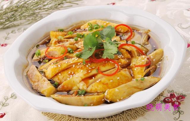 酸辣黄瓜、葱油鸡、香菜拌牛肉、水晶肘子、手抓羊肉的美味做法