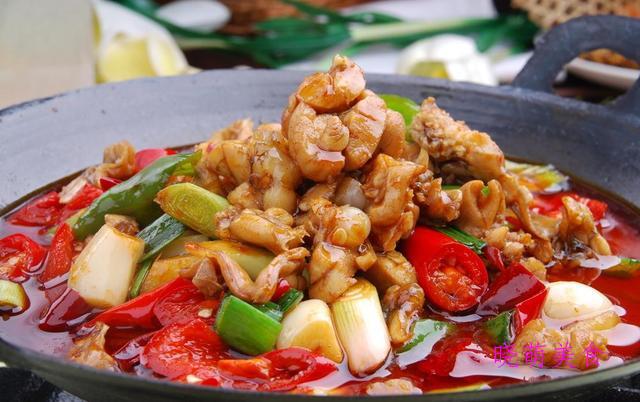 蒜香鸡翅、金汤肥牛卷、鲜椒鱼片、椒盐土豆、麻辣牛蛙的美味做法
