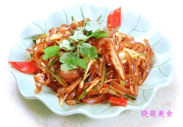 青椒拌猪耳、香辣手撕鸡、酸辣毛肚、麻酱豇豆、红椒拌腐竹的做法