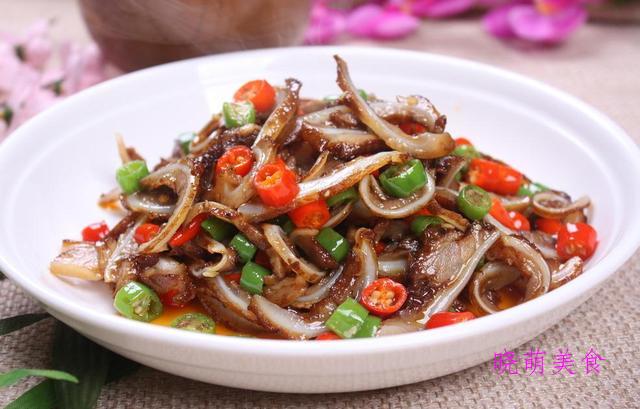 五香酥鱼、干炸小鱼、香辣猪肝、小炒猪耳的做法,香辣美味好好吃