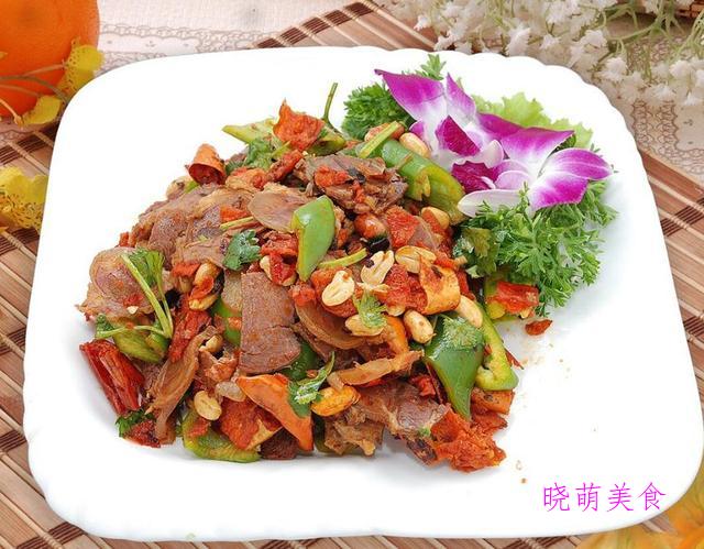 铁锅炖鱼、辣炒腊排骨、香辣牛肉、蒜炒肥肠的家常做法
