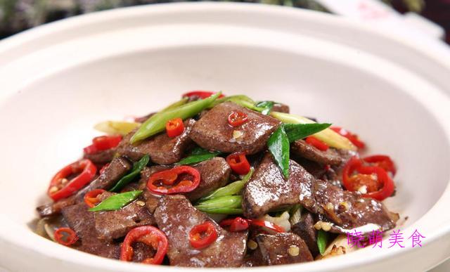 香辣肝尖、香辣牛肉干、香辣盆盆虾、辣炒卤牛肉的家常做法