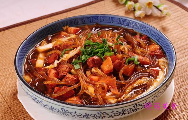 水煮雪花肉、香酥茄子、酸菜猪肉炖粉条、干锅萝卜的家常做法