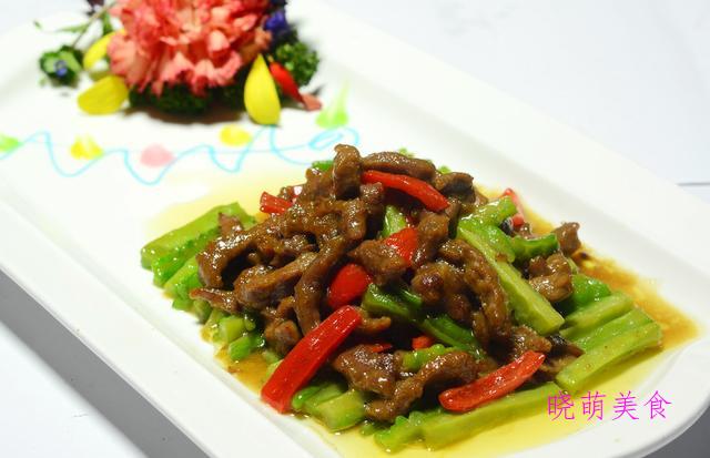 洋葱小牛排、排骨煲、洋葱烧肉、青椒牛肉的家常做法