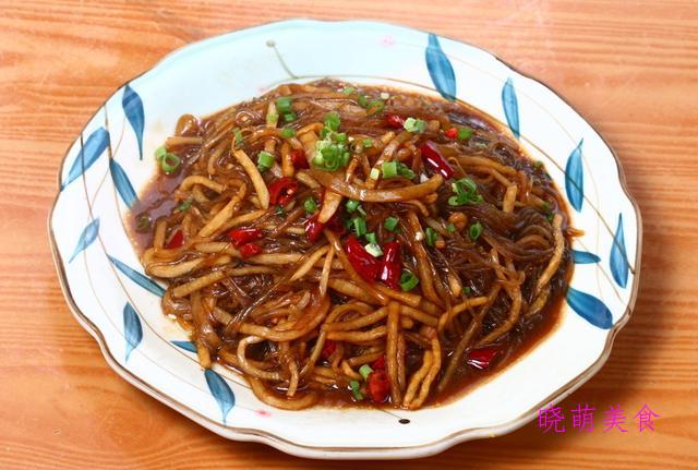 酸菜牛肉煲、家焖杂鱼、粉皮烧鸭、炒粉条、外婆菜炒鸡蛋的做法