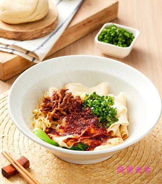 油泼刀削面、酸辣拌面、鸡丝荞麦面、肉酱面、冷汤面的家常做法