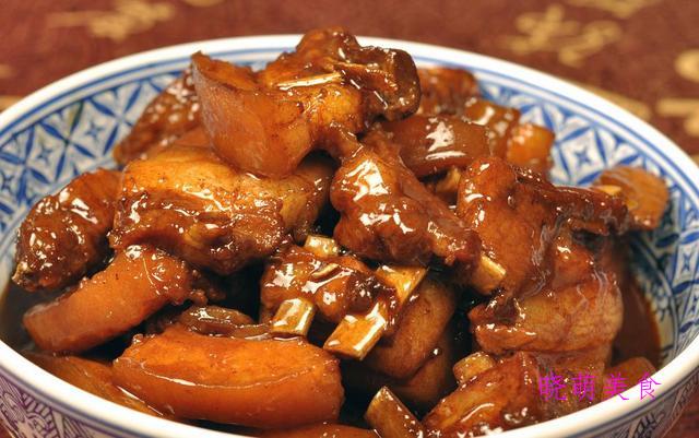 茄子烧肉、红焖鱼、红烧猪手、金针菇汆肥牛的家常做法