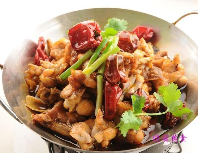 干锅手撕鸡、麻辣兔丁、干煸牛蛙的家常做法