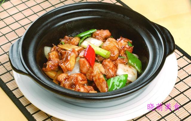番茄牛腩煲、豉汁蒸排骨、麻辣肥肠、米椒公鸡煲的家常做法