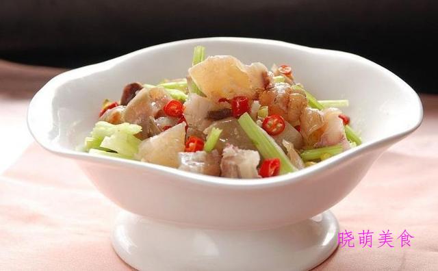 红烧猪尾、凉拌猪蹄、江东酿豆腐、凉拌肥肠的家常做法