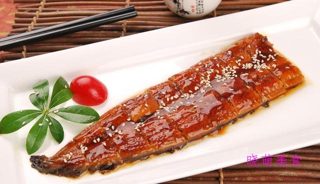 石锅豆花鱼、干锅杏鲍菇、干煸土豆片、香烤鳗鱼的家常做法