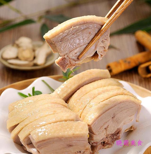 青椒鱼、辣烧肥肠、南京盐水鸭、青椒炒肉的家常做法