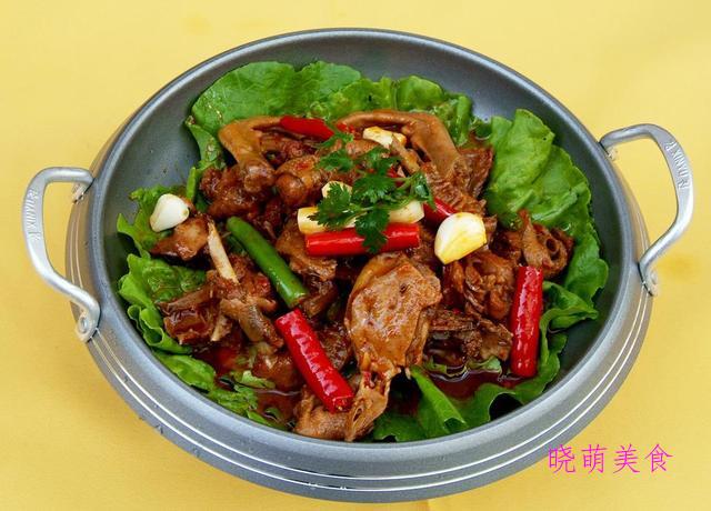干煸牛肉条、香辣杏鲍菇、干煸鸭块、青椒炒肥肠的美味做法