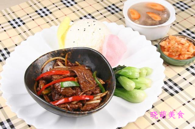 黑椒烧牛肉、土豆干炒鸡、香卤猪肘、糖醋黄鱼的家常做法