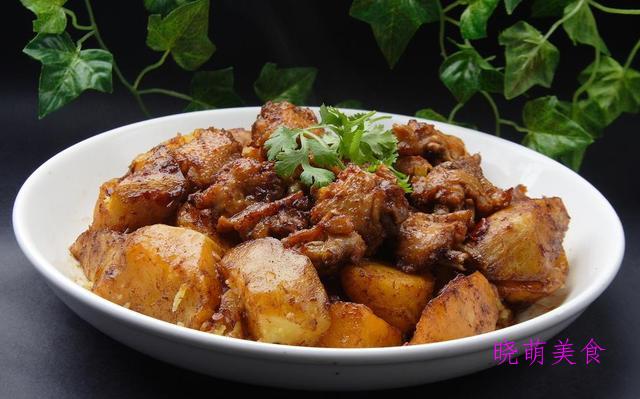 麻辣田鸡、金汤牛肉、红烧鸡翅、圆葱炒鸡蛋的家常做法