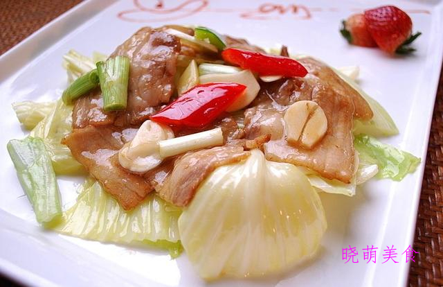 卤肉鸽、凉拌猪尾、腊肉炒包菜、泡椒猪皮的家常做法