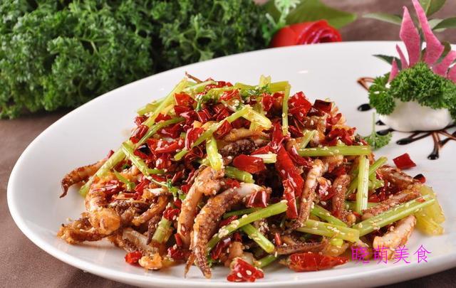 土豆公鸡煲、干煸鱿鱼须、蒜香炸排骨、豆花牛肉的家常做法
