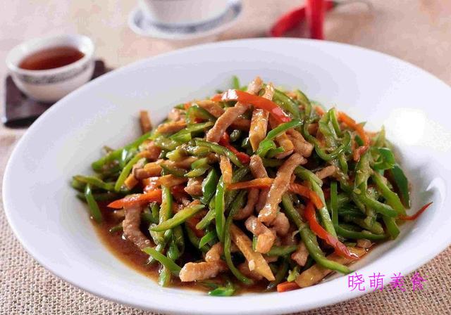 泡菜炒年糕、尖椒炒肉丝、香辣豆腐干、羊肉火锅的家常做法