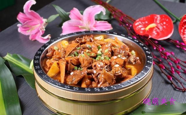 湘西小炒鸡、青椒炒猪耳、黑啤牛肋、蒸牛腱、鲜蒸鲍鱼的家常做法