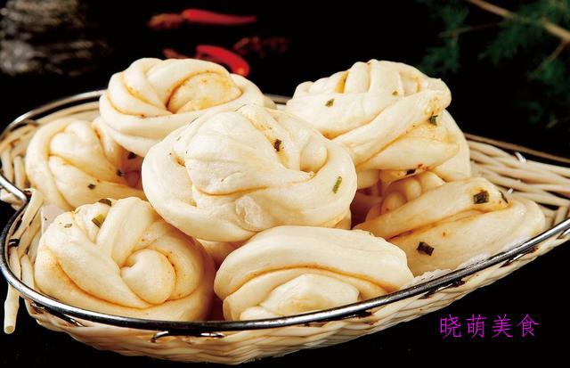 香辣酱肉包、葱花卷、韭菜鸡蛋包、酥炸糕的家常做法