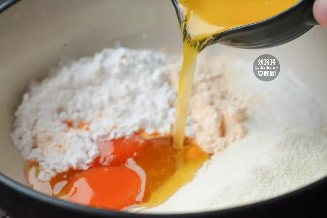 蘑菇奶黄包的做法 奶黄包的馅怎么做?我教你吧3