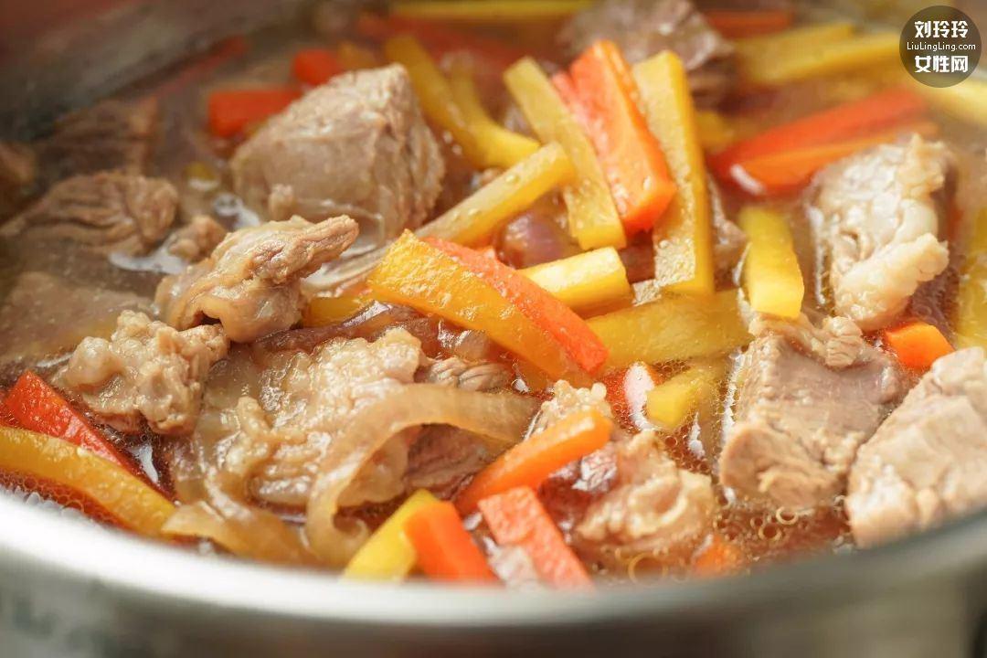 羊肉手抓饭做法 新疆菜羊肉手抓饭窍门7