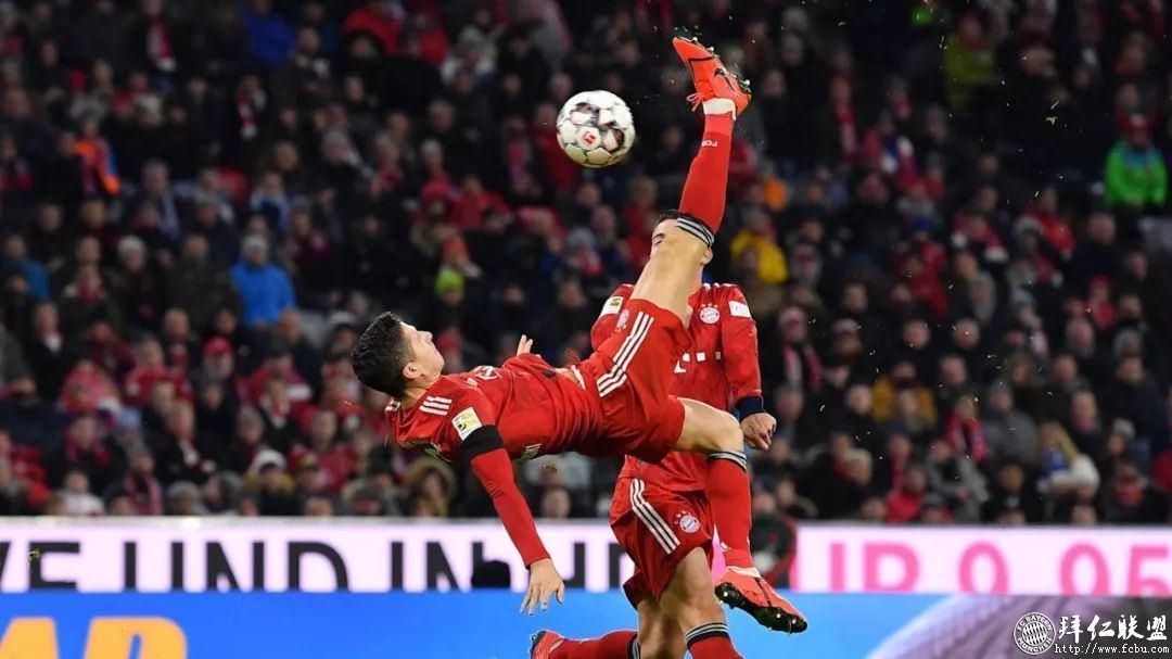 德甲21轮 拜仁3:1沙尔克 距多特5分 莱万主场百球6