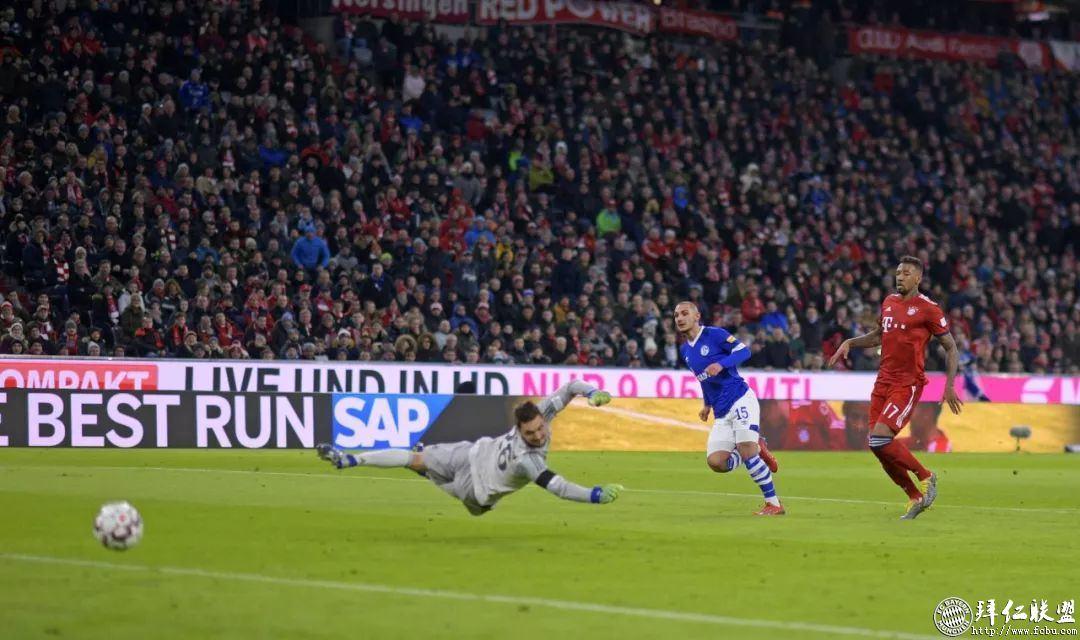 德甲21轮 拜仁3:1沙尔克 距多特5分 莱万主场百球13