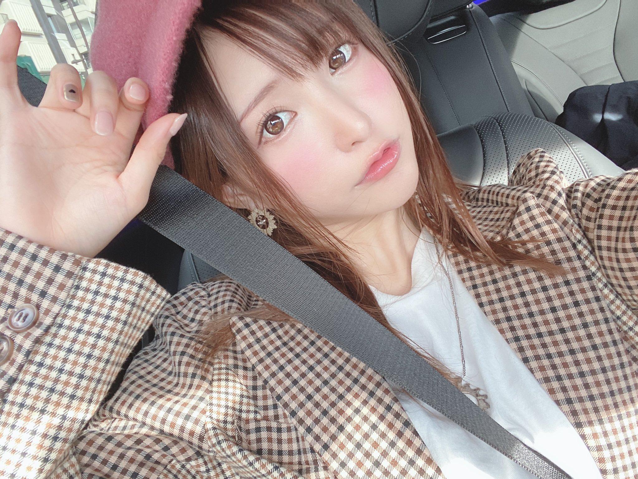 amatsuka_moe 1196285936989954048_p0
