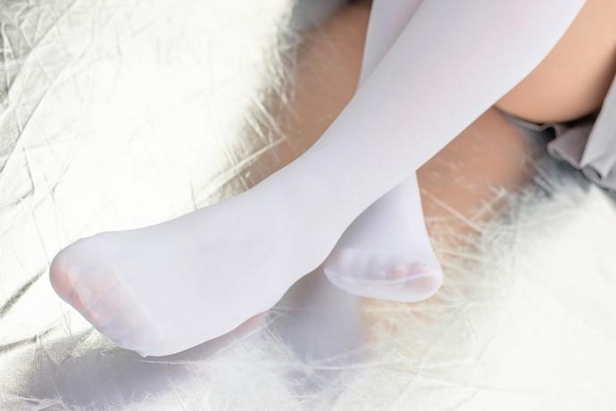 爱露脸的白丝小妹妹 清纯丝袜