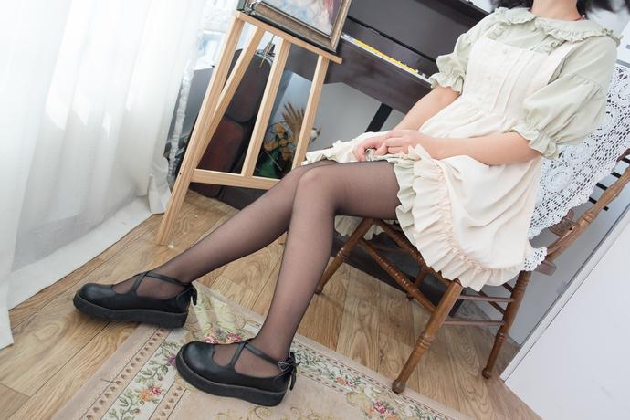 黑丝少女私房写真