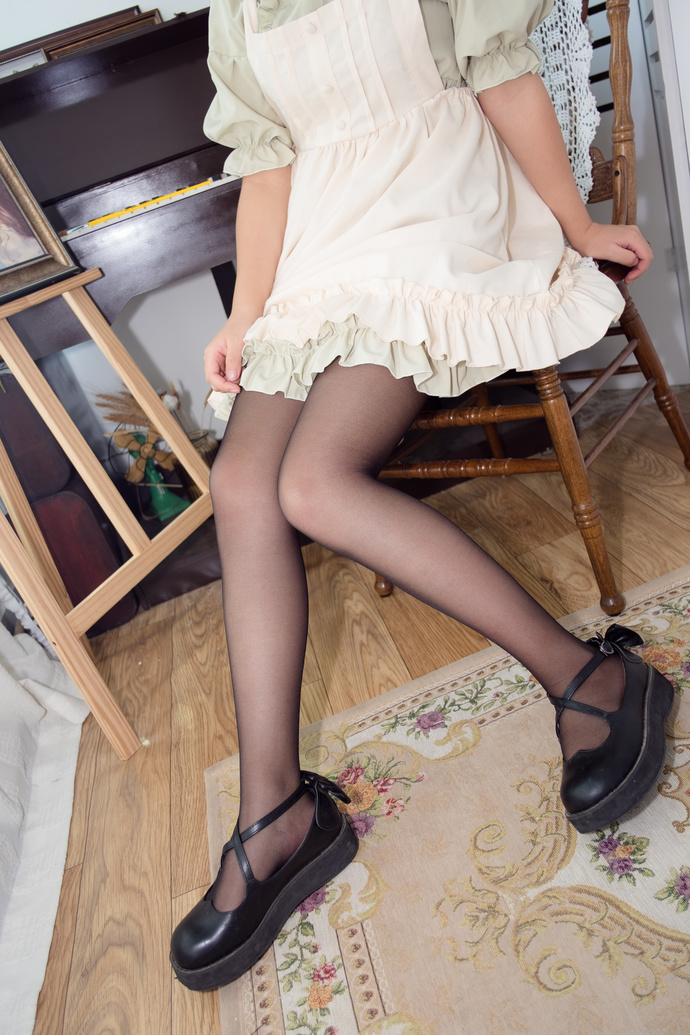黑丝少女私房写真 清纯丝袜