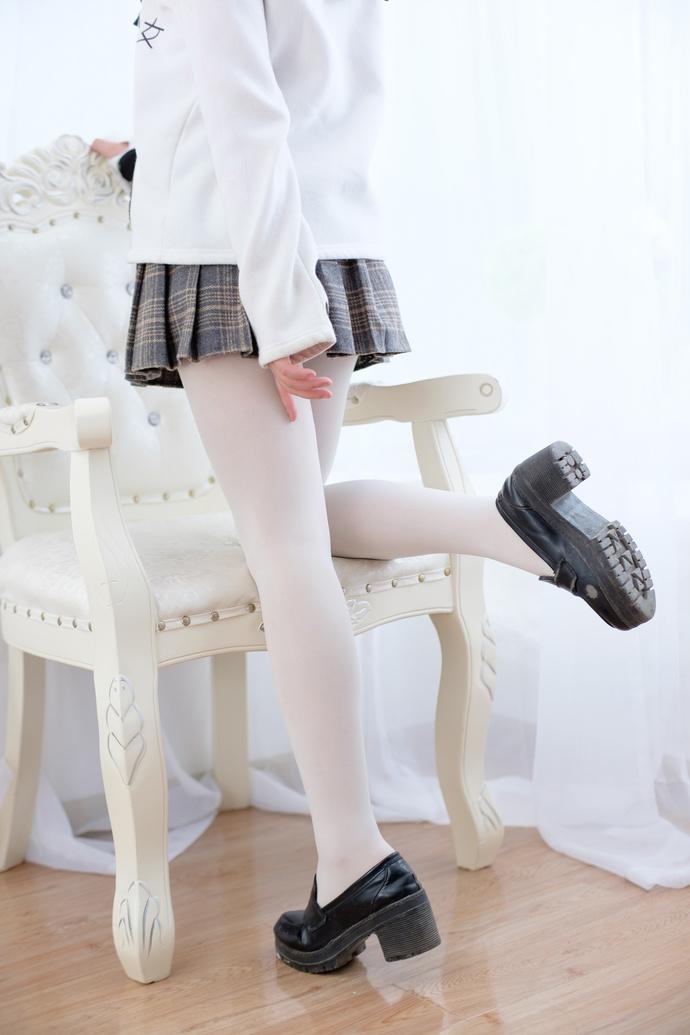 白丝清纯女友私房照 清纯丝袜