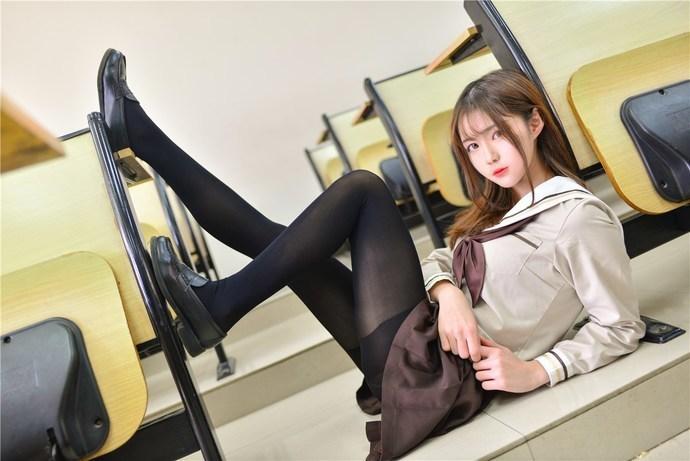 教室里面的黑丝小学姐