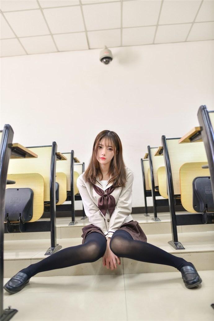 教室里面的黑丝小学姐 清纯丝袜