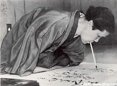 0085j6oIly1ghsrsbmz3ij30be08daaj - [日本都市传说]不倒翁女,被做成人彘不倒翁的女人